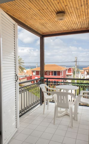 Montes Triple Studio,balcony, Sea View, 3-5pax.