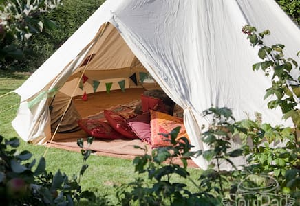 Cosy wood cabin with glamping tent - Fareham