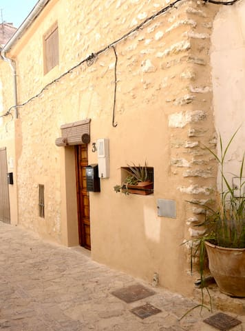 Medieval house in idyllic old town - Bocairent - Huis
