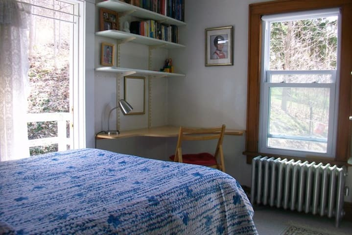 Private room with southeast deck - Middlebury