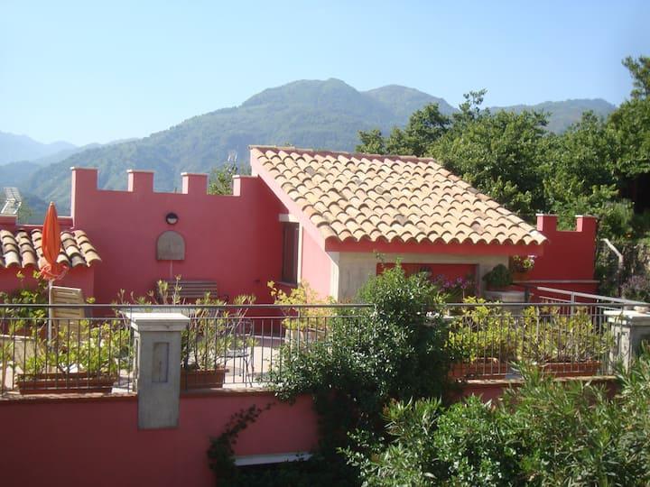 CASTELLO ROSSO - your small castle