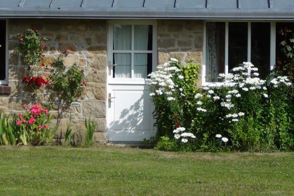 les chambres ouvrent sur le jardin