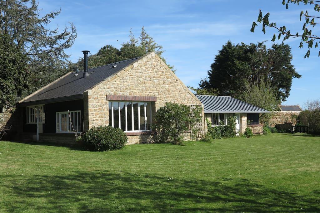 la maison dans son jardin