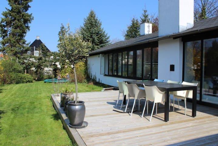 Lovely entire house in Hellerup - Hellerup - House