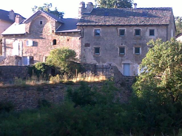 Ancienne laiterie rénovée. - Saint-Étienne-du-Valdonnez - House