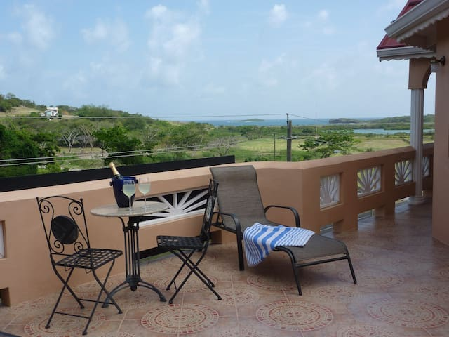Bed and breakfast Holiday Apartment - Saint Georges - Apartment