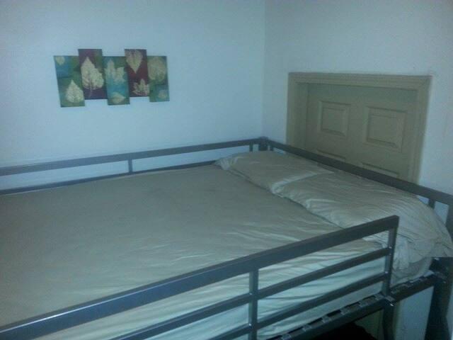 The Big Easy Hostel Top Bunk