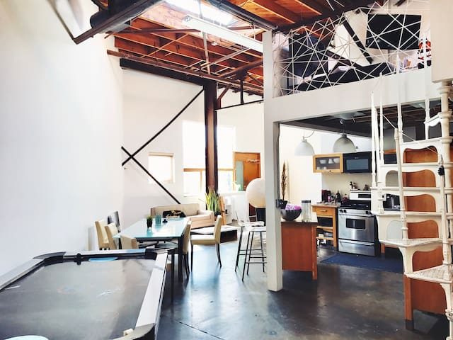 Private Bedroom in Amazing Arts District Loft! - Los Ángeles - Loft