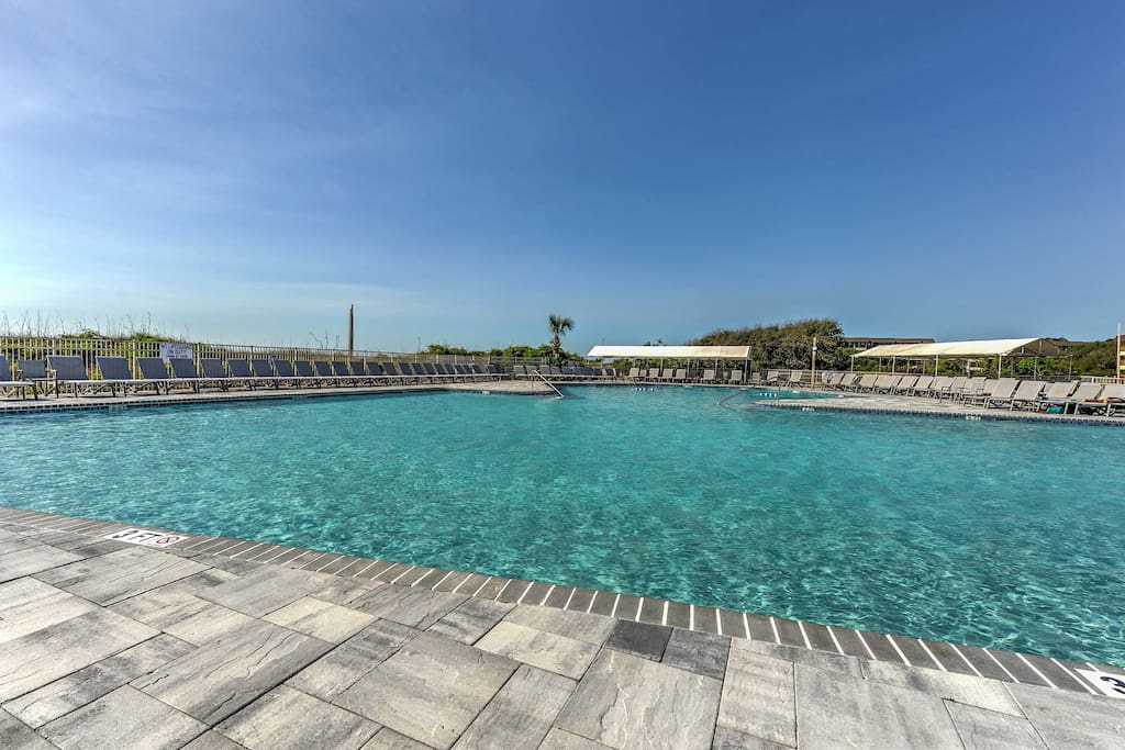 Nestled in the Hilton Head Island Beach and Tennis Club, this condo grants you access to great community amenities!