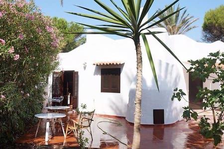 Beautiful beachfront private villa - Granitola Torretta - House
