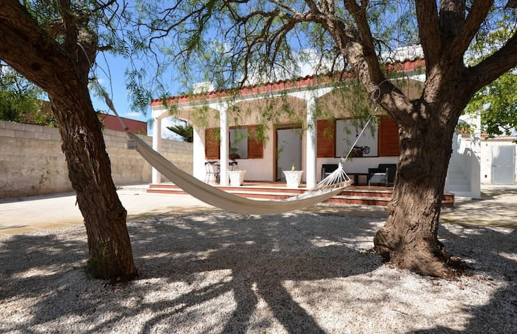 Room in shared Villa 600 meters from the beach