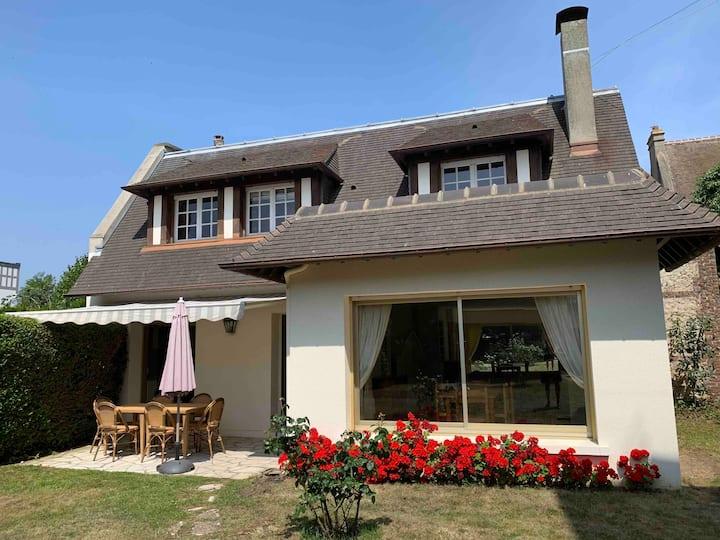 Villa 2 chambres avec jardin au cœur de Deauville
