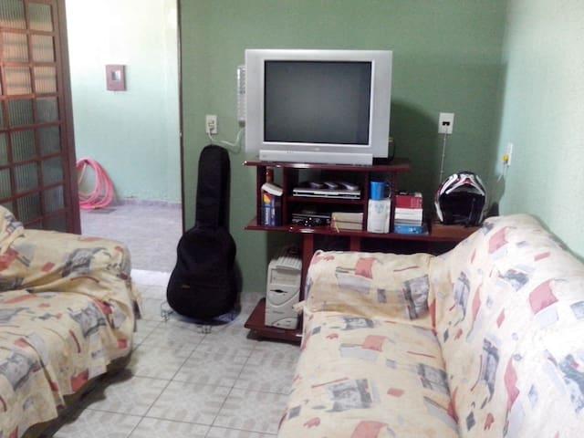 House with Garage and Service 24 h. - Brasília - Ev