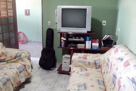 House with Garage and Service 24 h. - Brasília - Rumah