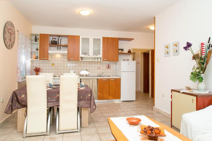 "Apartment ""DARIAN"" Bačvice with free parking"