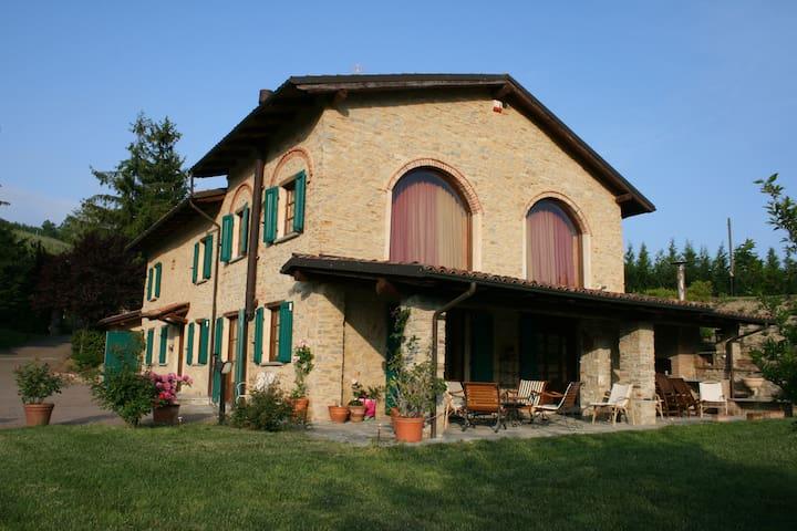 Old villa 'Cà Piot' (Langhe) - Montabone