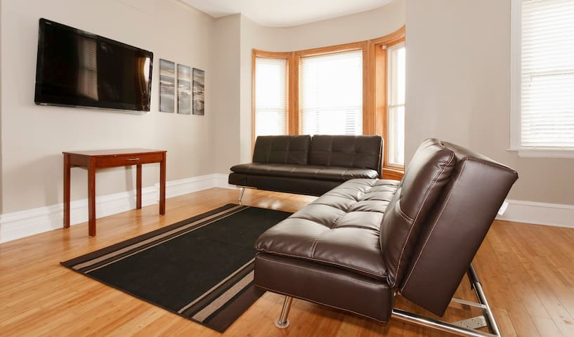 4 Bedroom Apt Next To Wrigley Field Apartments For Rent In Chicago Illinois United States