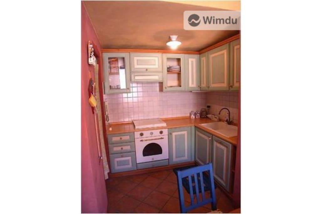 Küche mit Geschirrspühler. Nespresso-Maschine ebenfalls vorhanden