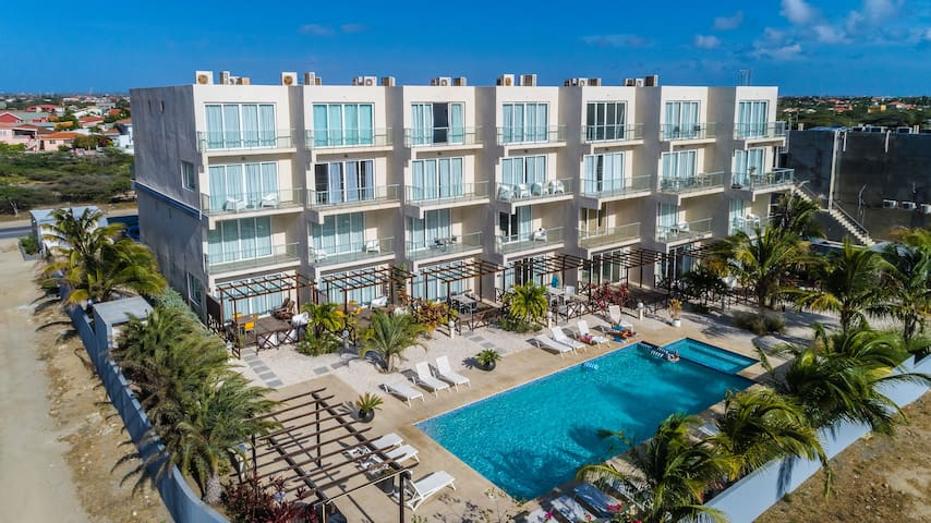 Luxurious 3 bedr Condo walk to beach 5 * HOTELZONE