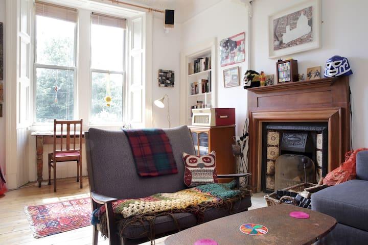 Spacious flat with stunning views near Royal Mile