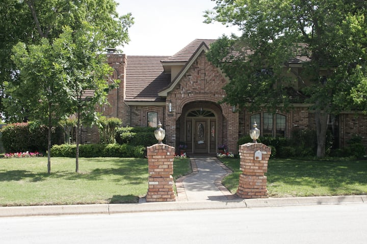 Centrally located in DFW area! (Lockheed Room)