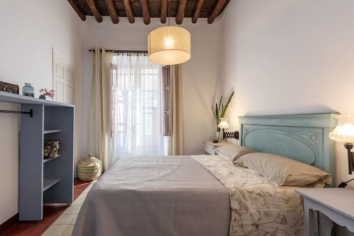 Stylish 2 bed  bright apartment in Realejo