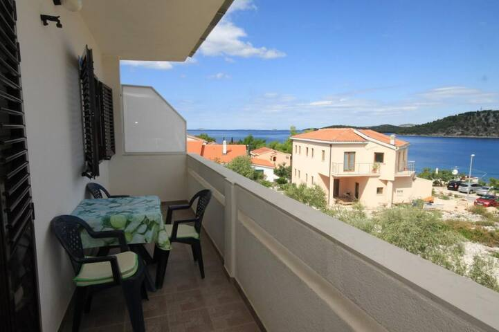 One bedroom apartment with balcony and sea view Ražanj, Rogoznica (A-8361-b)