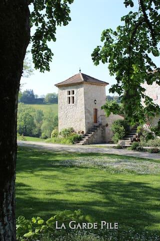 La Garde Pile de Fichou - Bajamont - Aamiaismajoitus