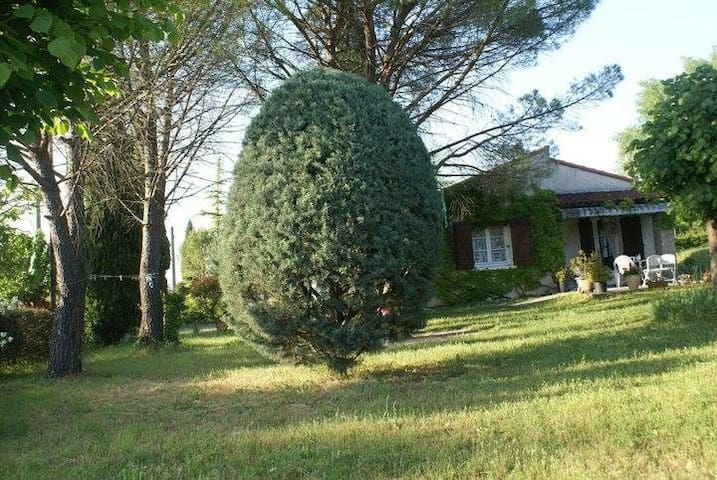 Petite maison et grand jardin ! - Brissac - House