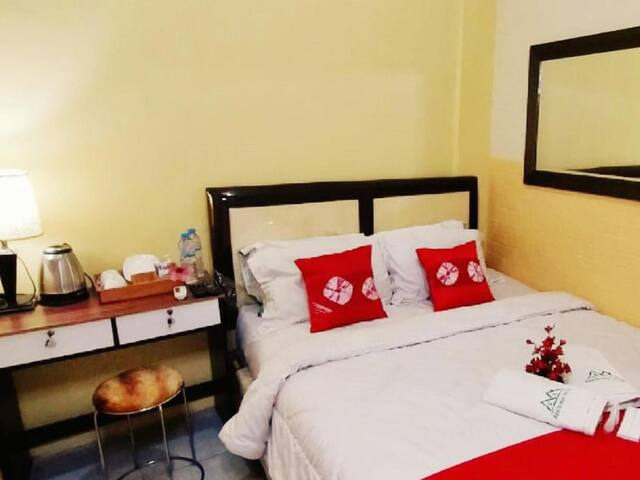 Charming Deluxe Room with Ac and Wifi