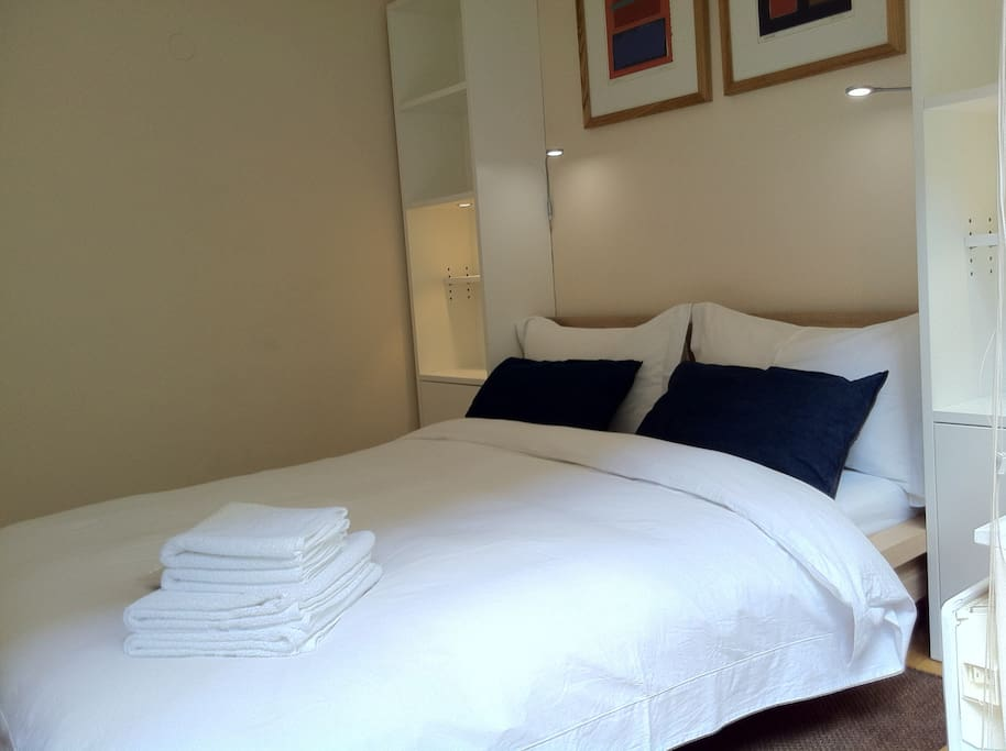 High quality bed lines, towels & feathers pillows. I can offer a thin or thicker duvet and as many pillows as you want.