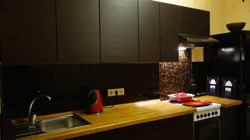 Art cosy flat with city view / Un piso artístico