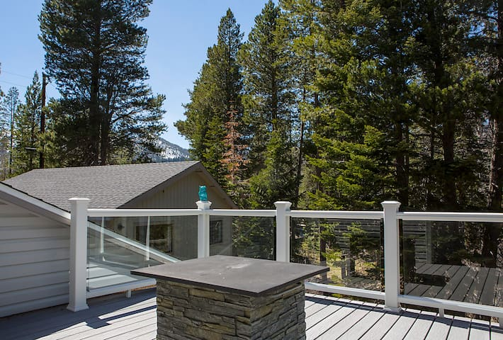 3B+Loft Home w/3 Decks and Hot Tub - South Lake Tahoe - Dom