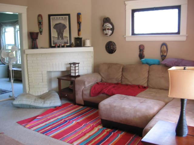 Convenient and reasonable west side house - Lakewood - House