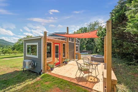 Magnolia Tiny Home, Private Hot Tub, Views of Lookout Mountain