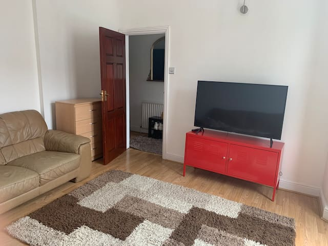 Spacious Tidy Room in a clean shared accommodation