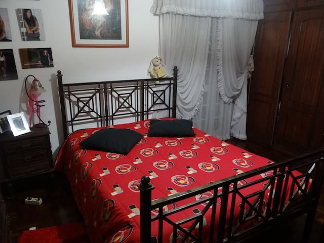 2 private rooms in a family house - Almada - Bed & Breakfast