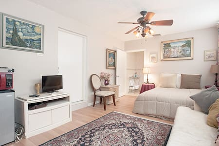 room with private entrance - Cutler Bay