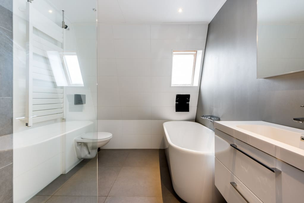 Luxury bathroom with bath and 2nd toilet upstairs