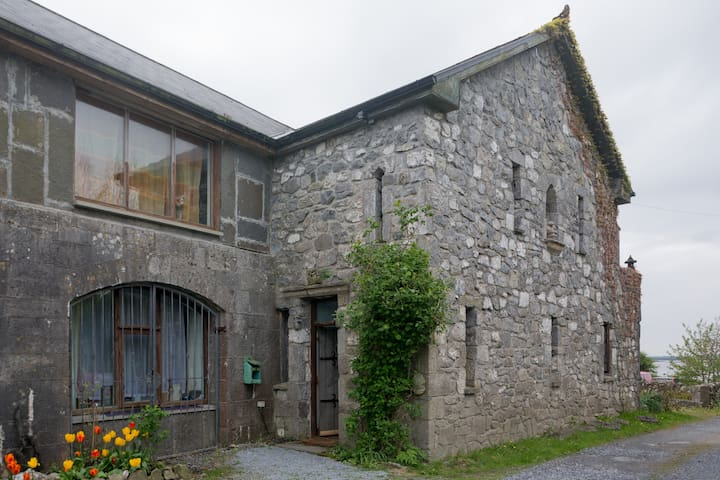 Oranmore Castle Lodge - Galway