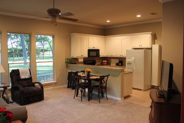 Entire Private Guest Apartment with Full Kitchen - Southlake - Dom