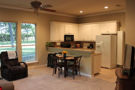 Entire Private Guest Apartment with Full Kitchen - Southlake