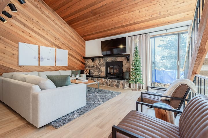 Sleek Alpine Townhome with Shared Hot Tub, a short stroll to town