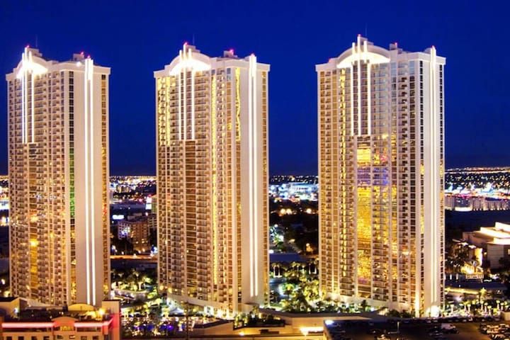 Fallon Luxury Rentals @The Signature 1 BD 2 BA-20TH Floor Tower 1