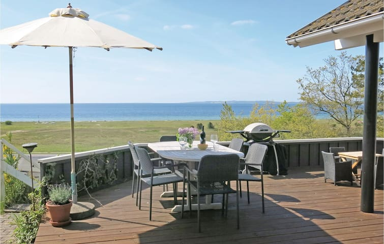Holiday cottage with 3 bedrooms on 80 m² E4412