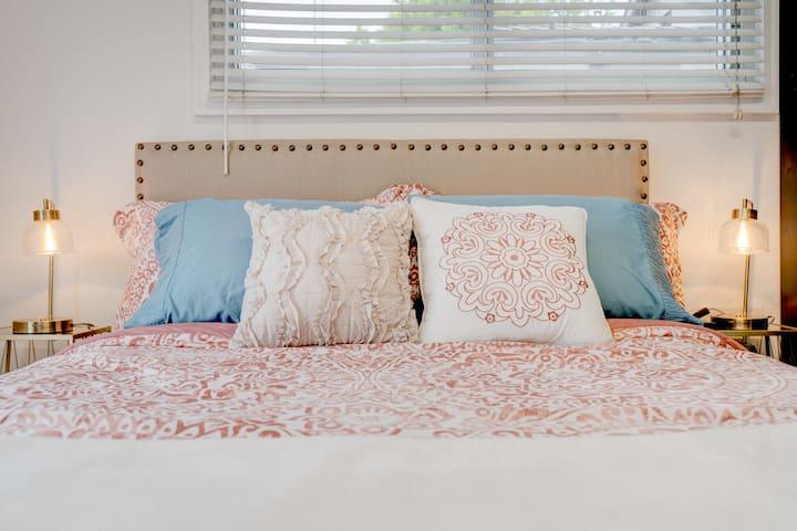 Master Bedroom's Queen bed