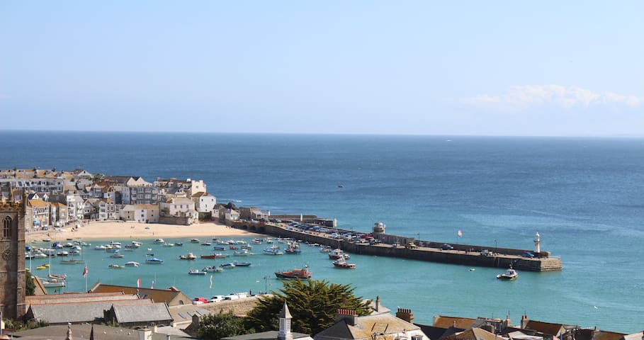 Large 2 bed flat, superb Sea and harbour views