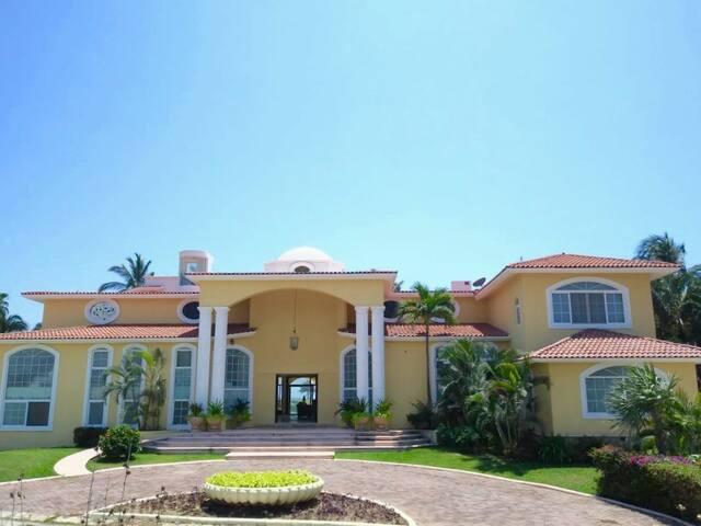 Fachada del frente de la casa