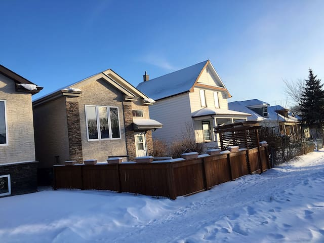 Brand New Hause/Great Location Near Airport-C