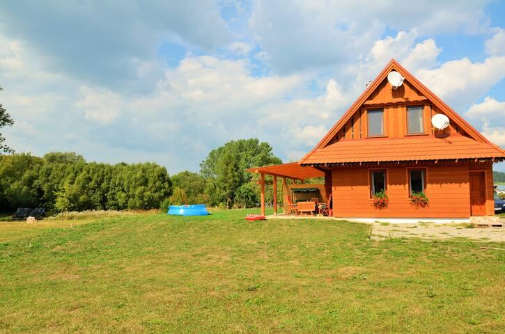 Drevený dom pri horách a aquaparku. - Malatíny - บ้าน